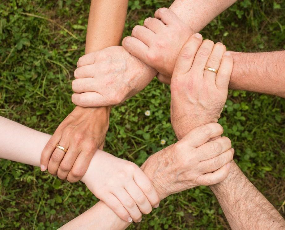 Hände, die für Zusammenarbeit stehen
