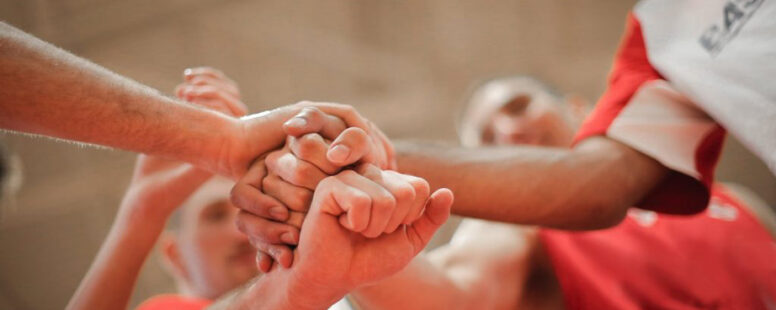 Hände, die Zusammenarbeit symbolisieren